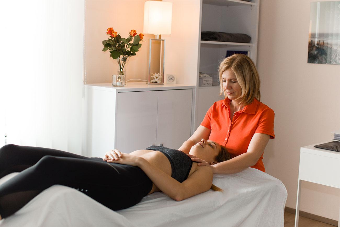 Physiotherapeutin Angela Maier - in der Physiopraxis in Salzburg bietet Cranio-Sacrale-Therapie