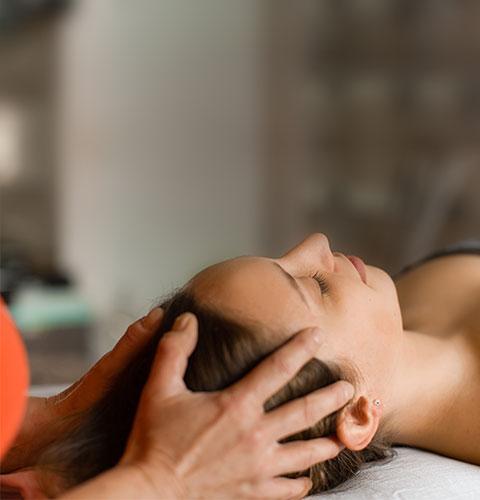 Cranio Sacral Therapie bei Angela Maier, in der Praxis für Physiotherapie in Salzburg
